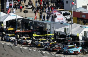 Hectic action on the Daytona pit lane.